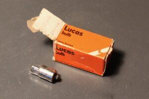 "Lampje naast verpakking, merkopdruk ""Lucas"""